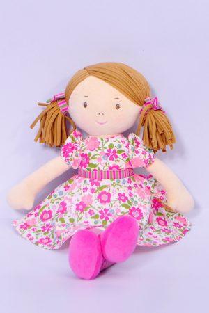 Fran – világos barna haj/sötét rózsaszín és zöld ruhában